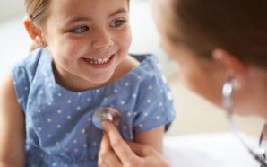 """Un reporte reciente advierte que 371 mil nevadeños, incluso muchos niños, perderían su cobertura de salud en 2019 bajo una modificación parcial de la """"Affordable Care Act"""". Photo Credit: D. Marshall/iStockphoto"""