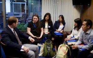 El grupo de Latinos Marinos visitando las oficinas de los asambleístas. Photo Credit: Jenny Manrique