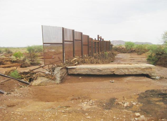Los devastadores daños causados por el muro existente. Photo Credit:Sierra Club