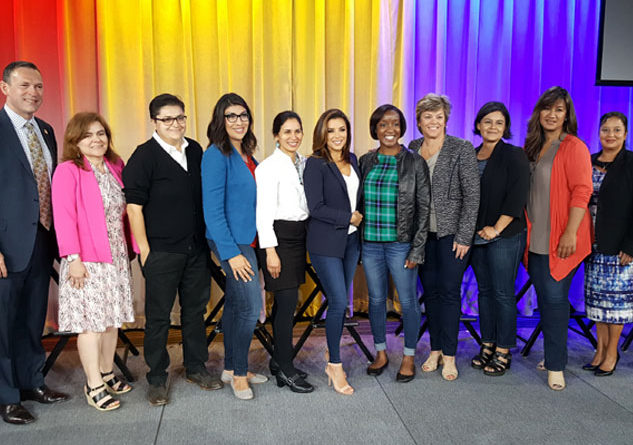 Members and attendees of the TEHCNOLOchicas program pose with Keynote Speaker Eva Longoria at Google on Tuesday April 25th, 2017. Photo Credit: Google