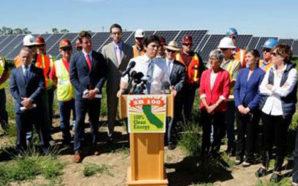 El Líder del Senado de California acompañado por Senadores, líderes industriales y trabajadores en la planta de energía solar UC Davis/Superpower. Photo Credit: Senado de CA
