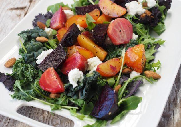 Los expertos recomiendan agregar frutas coloridas como arándanos y zanahorias, que contienen muchos nutrientes y ricos en antioxidantes, a las dietas diarias para tener una mejor salud. Photo Credit: Pixabay