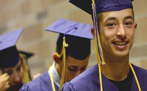Los latinos de Nuevo México están yendo a la universidad en proporciones récord, pero sin ganar los mismos salarios que los blancos o los negros de los Estados Unidos, de acuerdo a un reporte reciente. Photo Credit: nnmc.edu