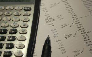 os detractores temen que la deuda en la que incurre la ley de impuestos del GOP conducirá en el proceso a recortes en Social Security, Medicare y educación. Photo Credit: Pixabay